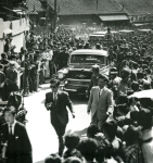 1960-04-19_Seung Man Lee leaving the presidency of Korea.jpg